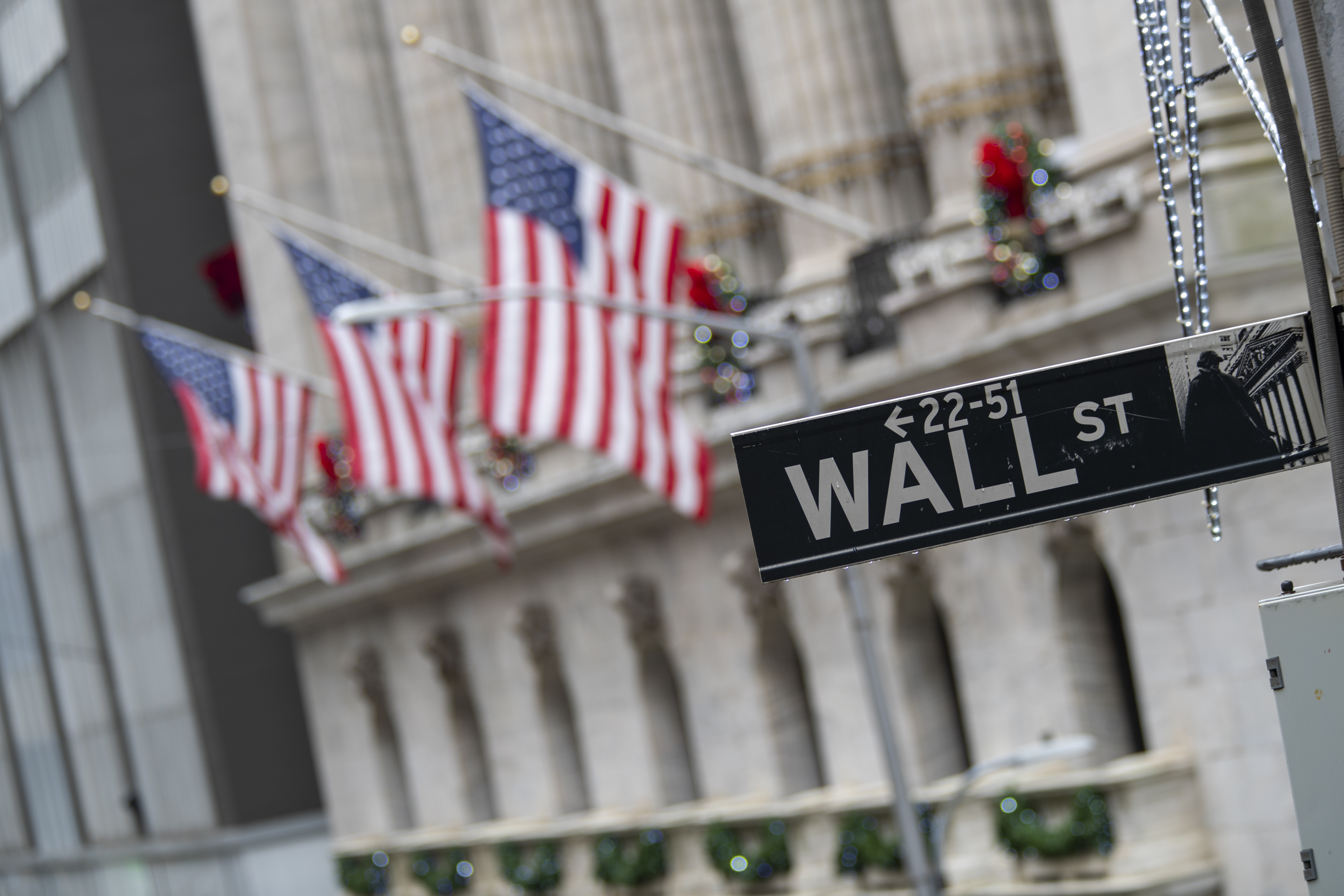 Late gains reverse most of stocks' early slide