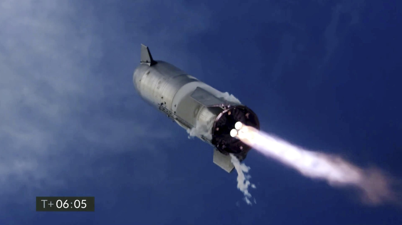 SpaceX wins NASA moon-lander contract, beating Bezos' group